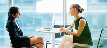 mulheres em entrevista de emprego